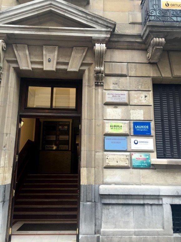 entrada portal Gardoki Kardenala 9